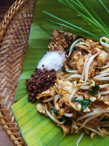 Pad Thai Noodles Fish Source Dried Food Shallot Fresh Shrimps Fresh Shrimps In Fish Sauce Shrimps Lime Thaifood Thaifoods Padthai Padthai Food Delicious Noodles Egg Red Chili Pepper Palm Sugar Peanuts Garlic High Angle View Close-up Banana Leaf