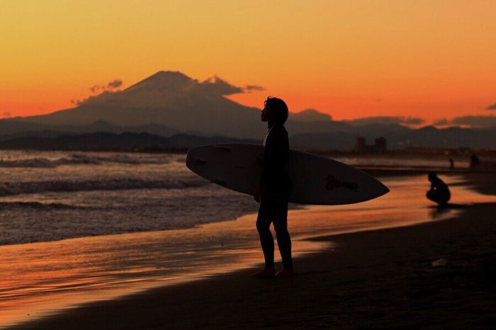 Silhouette Magic Hour Sunrise And Sunsets Twilight Sunrise_sunsets_aroundworld Sunset Silhouette_collection Sunset_collection Surf Surfing Surf Photography Mtfuji Fujisan Japan