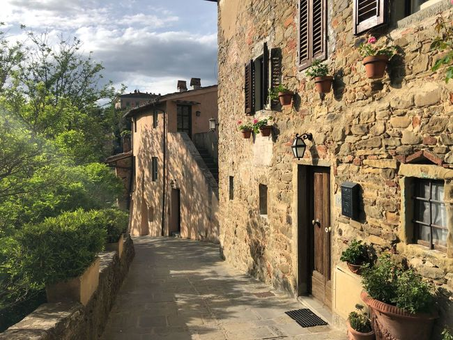 Borgo Il Borro Ferragamo Architecture Built Structure Building Exterior Building Direction The Way Forward Residential District Nature Day City House Outdoors Plant Footpath Old Street Narrow Sunlight No People Sky