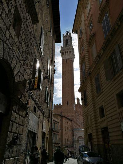 La Torre del Mangia in tutta la sua maestosità Architecture Low Angle View Building Exterior Built Structure History Clock Travel Destinations Outdoors City Day Sky Siena Piazza Del Campo Torre Del Mangia