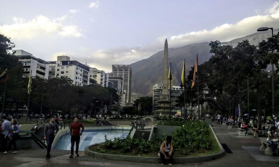Hermosa tarde del sabado 06/02/16 contemplando al Avila desde Altamira. Woiworld_resto Venezuela Insta_ve LGoptmus LgG2Vzla Instagram_ve