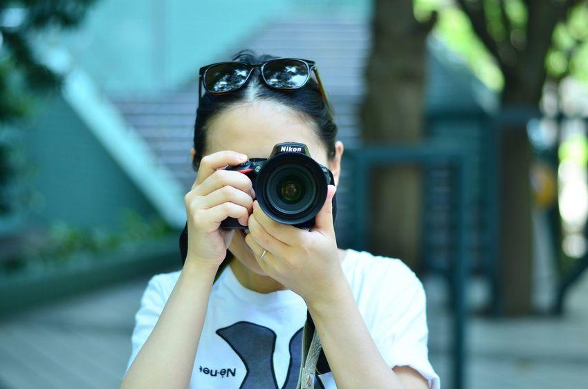 嫁と散歩 Holding Photographing Photography Themes Headshot Focus On Foreground Camera - Photographic Equipment Person Indulgence Freshness Looking Ready-to-eat Nikon D7000 50mm F1.8 Nikonphotography Wife Nikon D5500 Walking Around The City