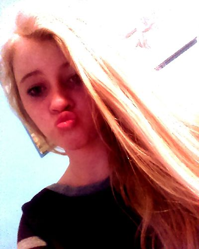 Theres my kiss / duck face to the world