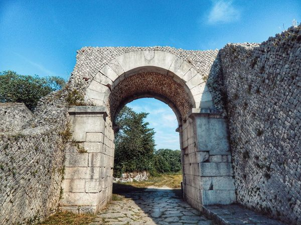 Sepino's gateway Molise Sepino Altilia Arch Architecture Architecture_collection Bestoftheday Picoftheday Arch History Sky Architecture Built Structure Civilization Ancient The Past Stone Wall Historic Building Fortress Ruined Ancient Civilization Old Ruin Entryway Historic Archaeology Ancient Rome Archway Amphitheater Gate Ancient History