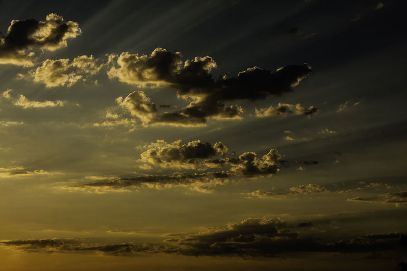 Ciel Et Nuages Cloudy Sky Coucher De Soleil ❤️ Dusk Sky Glowing Sky Ray Of Sun Rays Of Light Sky And Clouds Sunset_collection Atmospheric Mood Ciel Ciel Embrasé Clouds & Sky Clouds And Sky Crépuscule Dusk Dusk Colours Dusk Light Glowing Glowing Light Nature_collection No People Raie De Lumiere Raie De Soleil Sunset