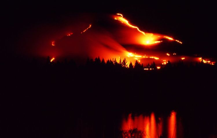 Fire rages on Cecil Peak Queenstown New Zealand . It burnt for a couple of days and nights creating this unique opportunity. Fire Fire In The Sky Mountains Bush Fire Night Photography Night Lights Lake Wakatipu New Zeland  New Zealand Scenery Landscape Landscape_Collection Nightshot Nightsky Nightscape The Week On Eyem Nature Eyem Best Shots Nature_collection Break The Mold Perspectives On Nature