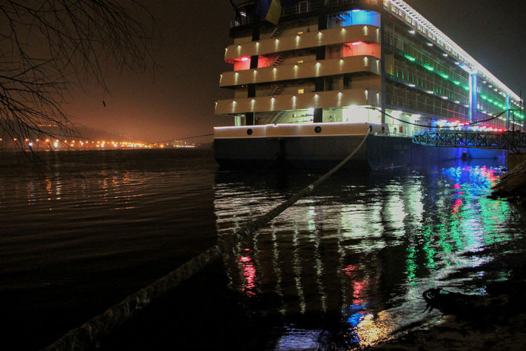 hotel on the water Boat City Life Learn & Shoot: After Dark 🌙 Mode Of Transport Reflection River Urban Water Waterfront Wet Learn & Shoot: After Dark Long Exposure Reflection_collection Cities At Night Reflections In The Water