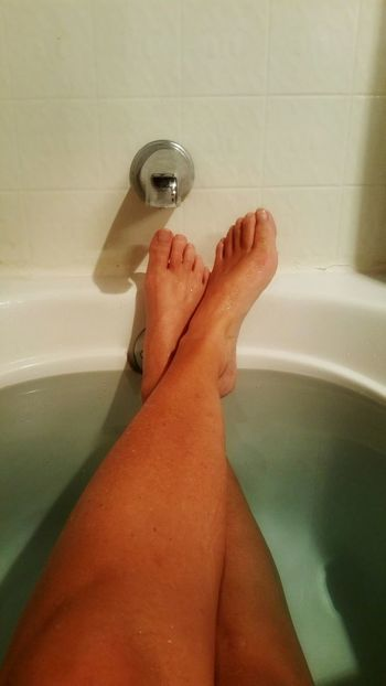 Close up. Tub time. Feet crossed & relaxed. Crossed Feet Legs Bath Bath Tub Green Water Rim Atmospheric Zen Solitude Meditation Moody Relaxation Peaceful Simple Minimalism Faucet Knobs Leg Water Low Section Domestic Room Bathroom Women Hygiene Washing Cleaning Toe Foot Leg