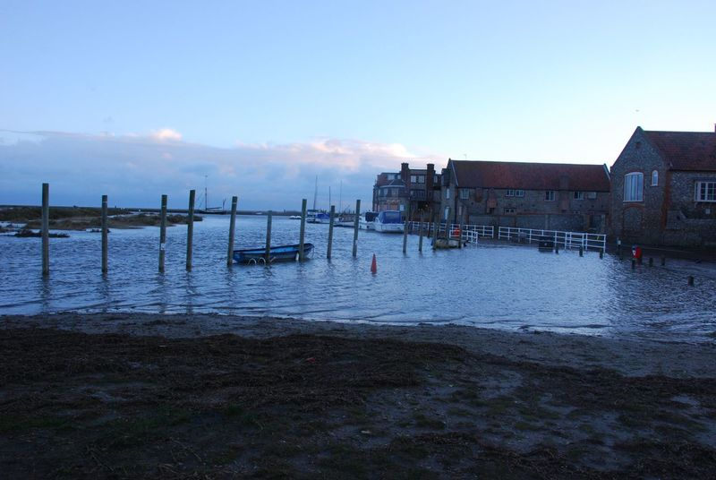 Blakeney, Norfolk. Blakeney Quay in disarray following Friday night's tidal surge. Flood, Surge, Norfolk, Blakeney, Tidal, Coastal