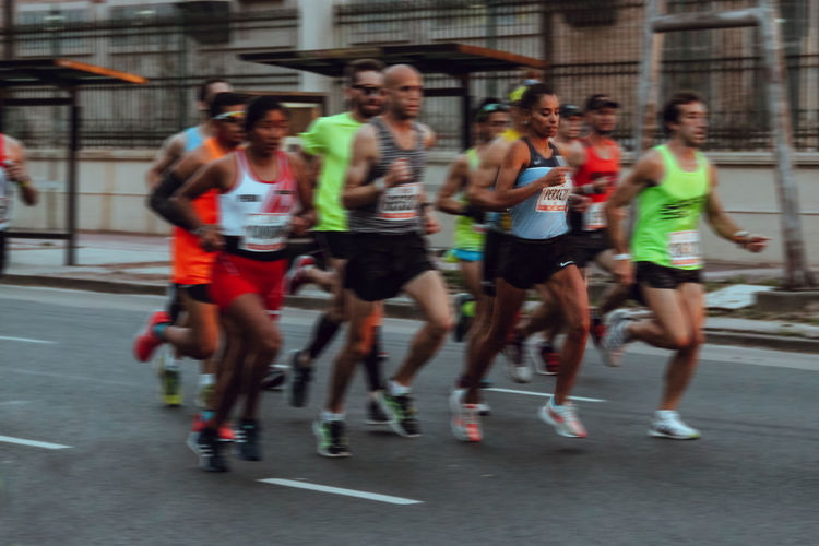 maraton de buenos aires 2018 Marathon Run Run Run Run Running Blurred Motion Clothing Competition Corredores Correr Day Effort Exercising Full Length Group Group Of People Healthy Lifestyle Lifestyles Marathon Maraton Maratona Medium Group Of People Men Motion People Real People Running Shorts Speed Sport Sports Clothing Vitality