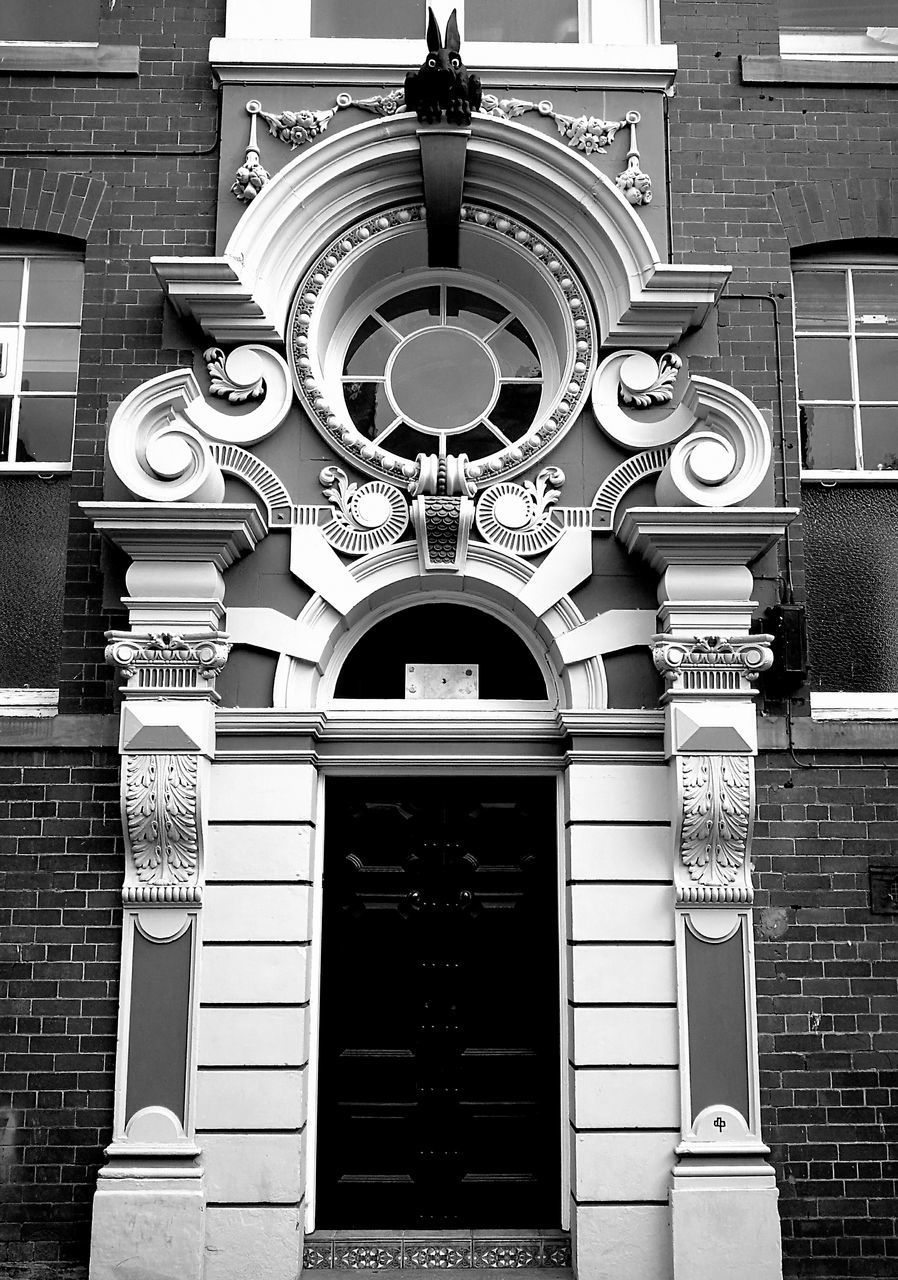 building exterior, architecture, built structure, outdoors, ornate, no people, day, city, close-up