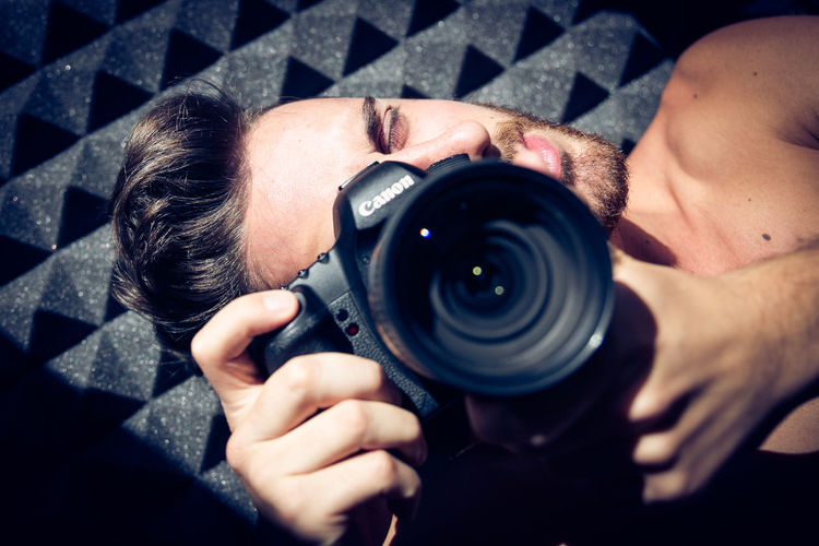 Beauty Camera - Photographic Equipment Close-up Communication Connection Digital Camera Fashion Holding Home Indoors  Lens - Optical Instrument Lifestyles Man Modern People And Places Person Photographer Photographing Photography Photography Themes Selective Focus Technology The Color Of Technology