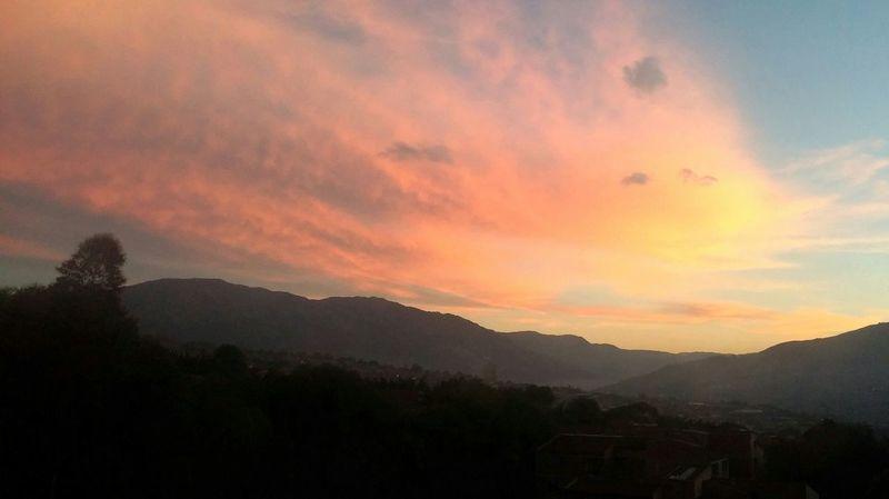 Morning Sky Sunrise Colors Landscape_Collection Medellín Urban Landscape LGG2 Farview