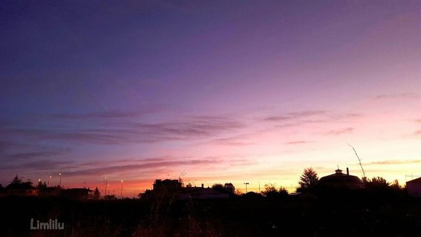 Ésta era más fácil. Y sin filtros. Amanecer Breakingdaw Valladolid Vallaigers MeGustaPucela Estaes_Valladolid Estaes_castillaleon Estaes_espania Estaes_cielos Estaes_de_todo EstaEs_Universal_2 Ok_Sky TodoEs_CastillaLeon TodoEs_World Loves_castillayleon Loves_world Total_CastillayLeon Total_sky Photooftheday Like Beautiful Sky WORLD_BESTSKY Wu_spain Thebest_capture Sky_Central Sky_Captures NatureAddictSun Loves_SkyAndSunsets