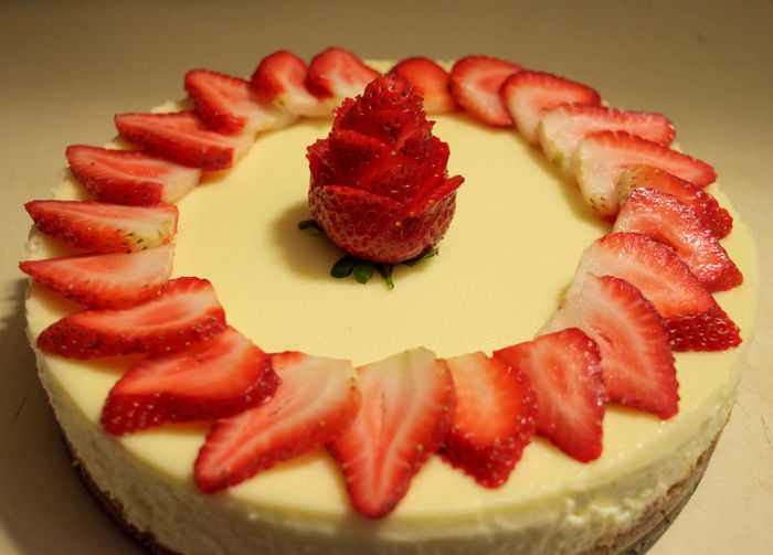 CLOSE-UP OF STRAWBERRY CheeseCAKE