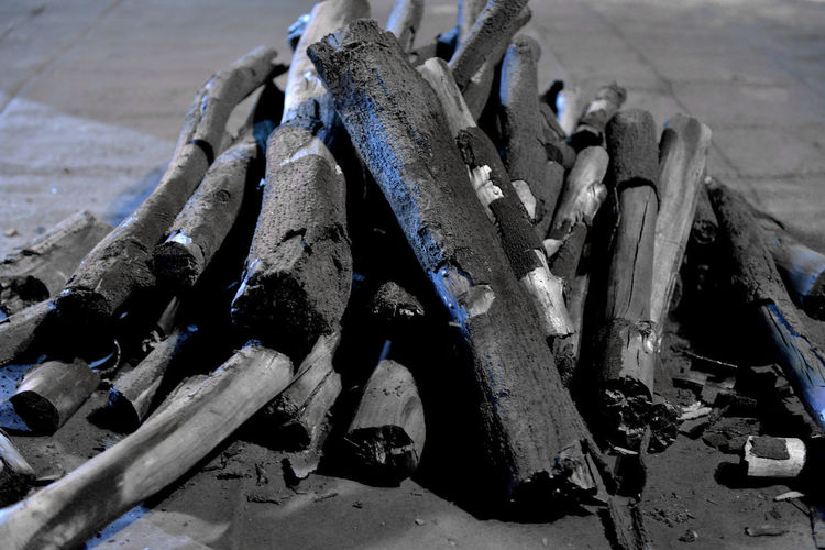 Put wood into charcoal kiln to make charcoal Industry Life Tradition Wood Ash Barbecue Black Burned Wood Carbon Charcoal Charcoal Production Close-up Damaged Day Labor Force Livelihood Manufacture No People Outdoors Produce Work Tool