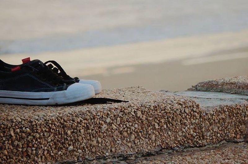 Who needs them anyway? Sneakers Barefoot Ramblademontevideo Rambla Montevideo Amateurphotography Amateurs_shot Nikonphotography Nikonistas Audiovisualuruguay Uruguayestrella Igersuruguay Igersoftheday Igerspostales Portadaigers Ig_global_shotz Ig_global_shotz Igersphotography