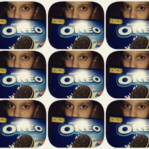 Oreo коллаж Печеньки большая ПАЧКА Мне купили огромную пачку печенек Oreo,да уж наемсяже я сегодня:-):-) И да я знаю что глаза получились не очень)