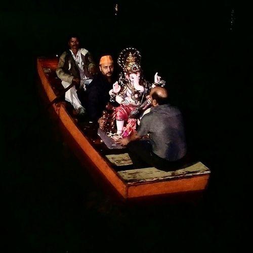 Ganpathibappamorya Ganesh visarjan Punekar Puneinstagrammers Instaedit Instapic Sadbuthappy ganpati gele gavala chain padena amhala...! :'(