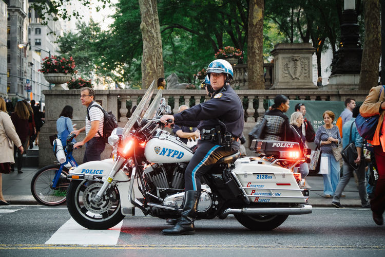 I Heart New York Cops New York Manhattan People Photography Streetphotography Original Experiences Chance Encounters The Photojournalist - 2018 EyeEm Awards