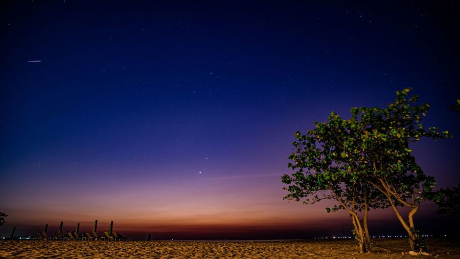 Meteor with jupiter and mars, blue hour in bali