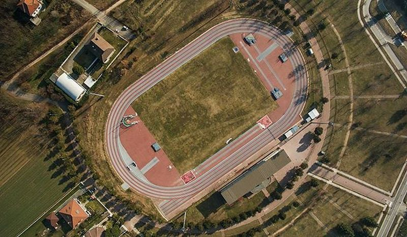 One of my first aerial shot. I love this sport, I love Sacrifice , I love my friends, I love the extraordinary sense of Peace and Freedom that only a runner can experience. I love Trackandfield . 🌍Stadio di atletica di Sacconago, Italia Aerial Trackandfield Atlética Atletics Happiness Dji Djiglobal Gopro Giproextreme Djiphantom3 Soul Run Running Blue &red Sun Rays GoFast Oreos Sky Nolimits