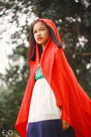 Wearing her red cloak, she will wander the realm of fantasy and reality... Unveiling the truth behind mysteries... Red Hood Riding Hood Little Red Riding Hood Helios Vintage Lens Bokeh Bokelicious Portrait Young Adult People Only Women Young Women