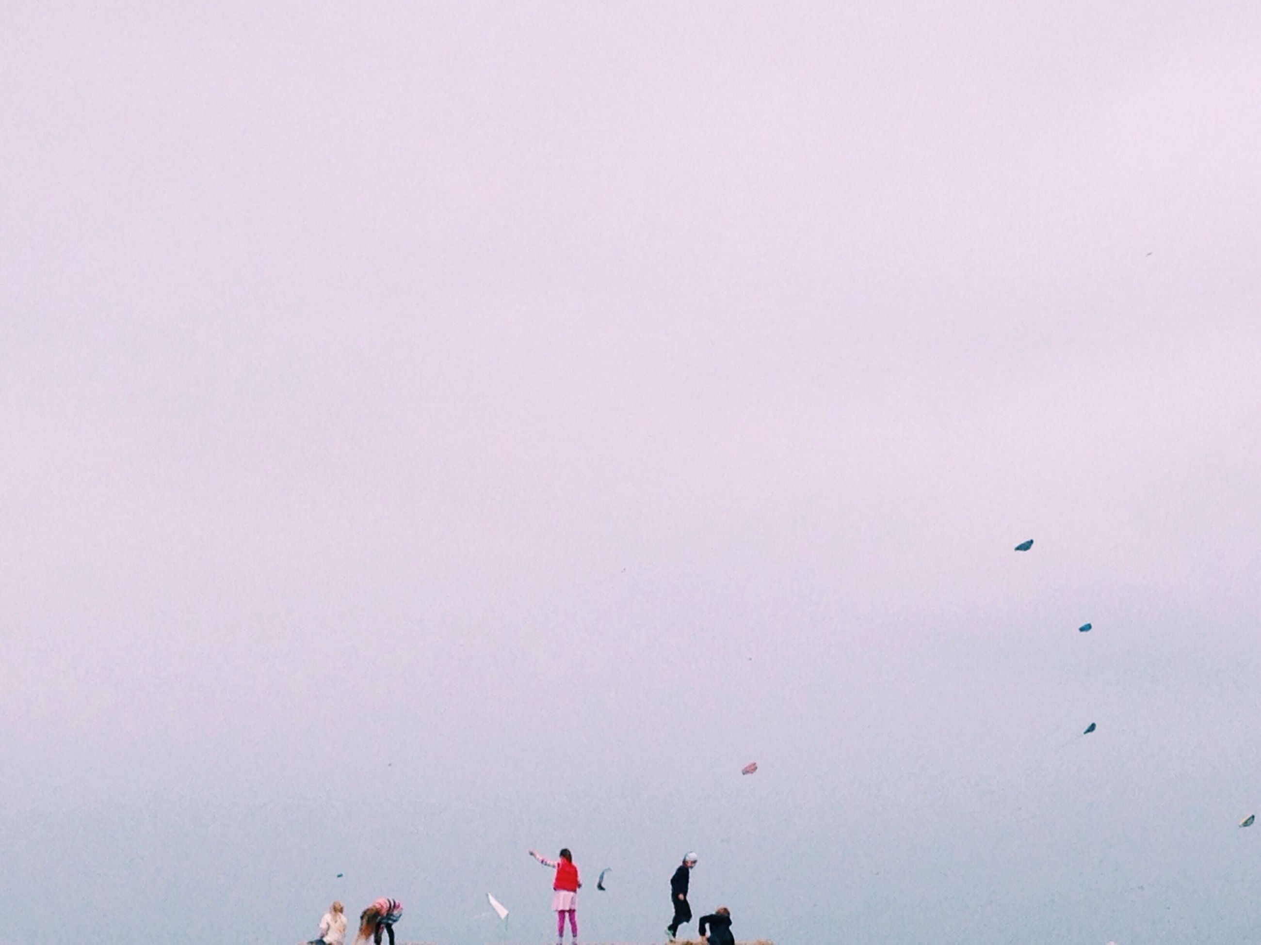copy space, large group of people, clear sky, lifestyles, men, leisure activity, person, mixed age range, togetherness, outdoors, day, standing, low angle view, enjoyment, sky, medium group of people, crowd, walking, group of people