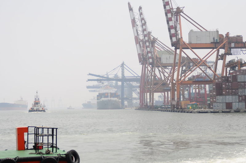 Industry Sea Water City Business Business Finance And Industry Crane - Construction Machinery Social Issues Sky Architecture Foggy Container Ship Shipyard Harbor Cargo Container Commercial Dock Industrial Ship Shipping  Unloading Loading Dock Ship Freight Transportation