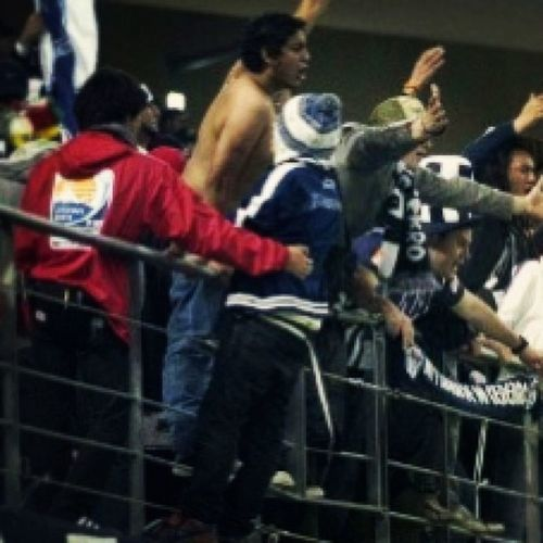 Me At Toyotastadium In the other side of the rail security supporter hincha barrabrava spiderman nikesb rayados monterrey mexico japan 2011 japanesse