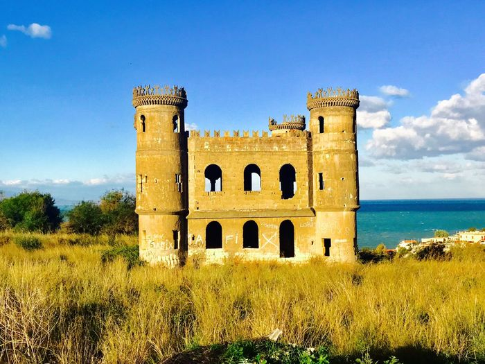 Castello abbandonato sul golfo di Catania Architecture History Built Structure The Past Building Exterior Old Ruin Ancient Travel Destinations Grass Ruined No People Castle Day Fort Sky Outdoors Tree Nature Fortress Medieval
