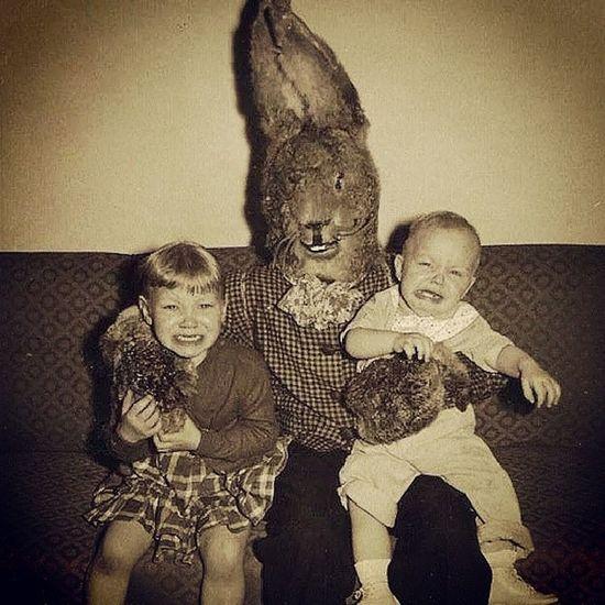 Felices Pascuas jajajaja seguro quedaron traumados los chicos! Jaja Pascua  Conejo Terror Disfraz