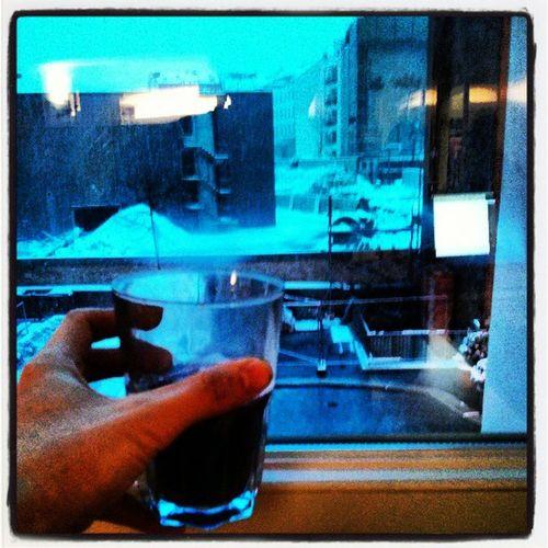 Glühwein zum Schnee, ist ja auch wie Weihnachten am 19. März Gl ühwein Glögg Snow Berlin