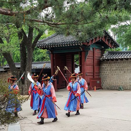 The Palace Guards in a Procession (I saw them enter before the procession) Deoksugung Palace Joseon Dynasty Palace Architecture Seoul Architecture Architecture Korean History Korean Culture Tripwithson2017 Tripwithsonmay2017 Seoul South Korea Streetphotography Seoul Streetphotography