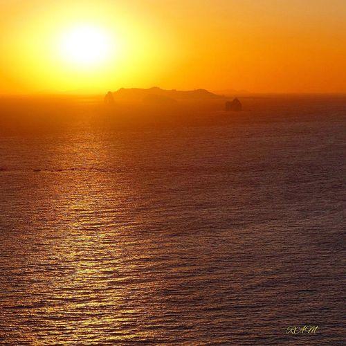 小さな島 夕焼け 水平線 Sunset Scenics Sun Beauty In Nature Nature Orange Color Sea Tranquil Scene Tranquility Sunlight No People Outdoors Idyllic Water Sky Horizon Over Water Day