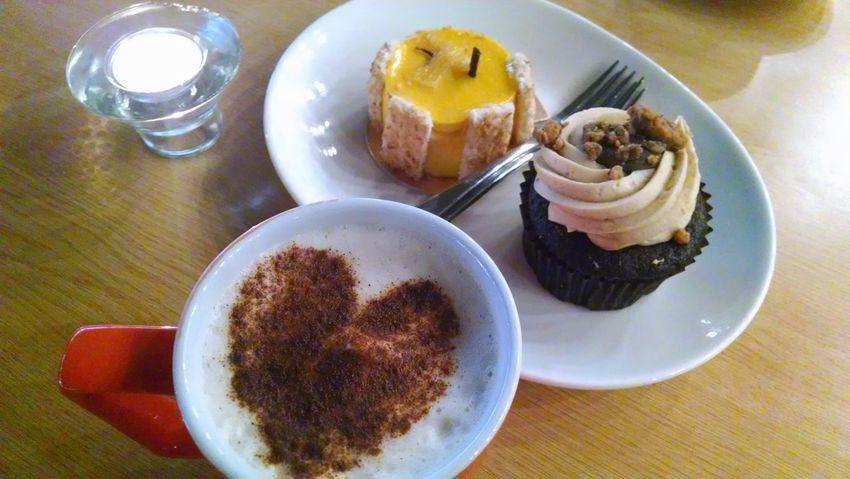 Valentine Love Heart Latte Art Latte Cupcake Dessert Mug EyeEmNewHere