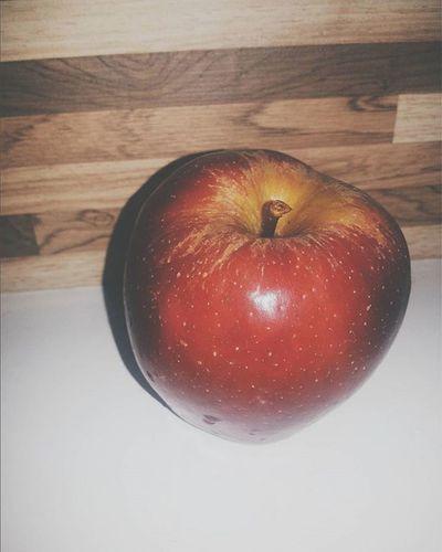 Evilqueen Maçã Fruta Fruit Efeito Camera Fotografia VSCO Vscogrid Vscogram Vscogood VSCOPH Vscobestpictures Vscobrasil Photo Vscocamphotos Instaphoto Instabrasil Vscocool Instagood