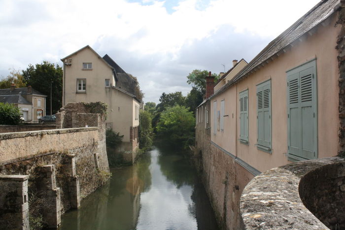 Canal en Chartres, Francia River House Riverside Riverscape River View Riverwalk Check This Out No People Outdoors Houses Urban Nature Houses By The River Tranquil Scene Tranquility