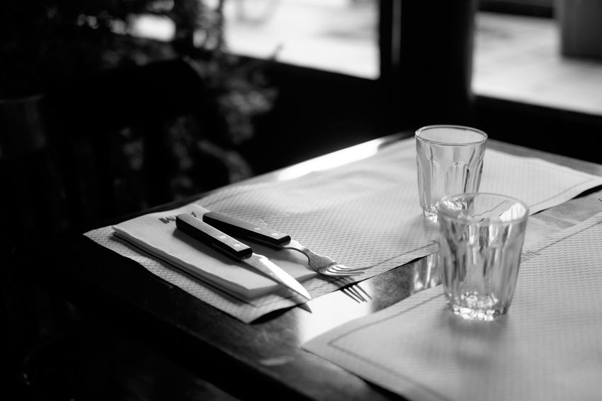 Un moment. Bistro Restaurants Absence Close-up Day Drinking Glass Empty Food And Drink Fork Indoors  No People Place Setting Refreshment Restaurant Parisien Table