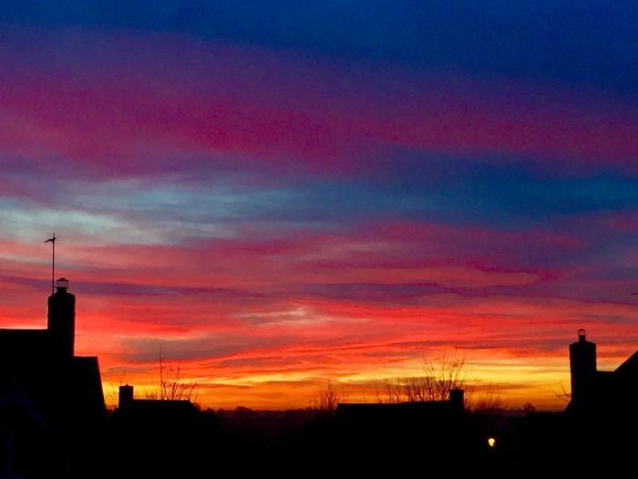 Sunrise in Northamptonshire, U.K. Sunrise Sun Weather Weatherchannel Northants Northampton Northamptonshire Clouds RedSky Redskyinthemorning Sky Red Orange Sky Red Sky