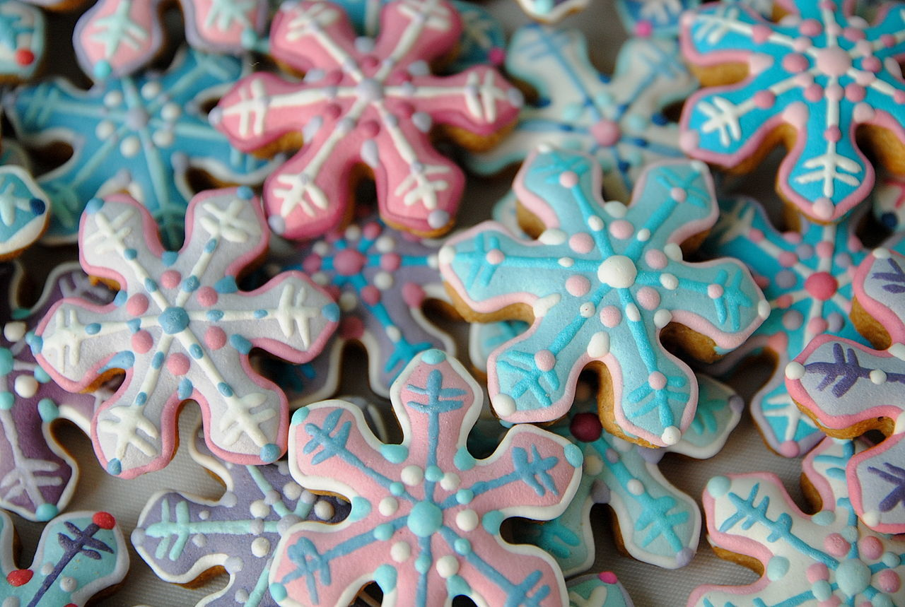 Full Frame Shot Of Snowflake Shape Cookies During Christmas