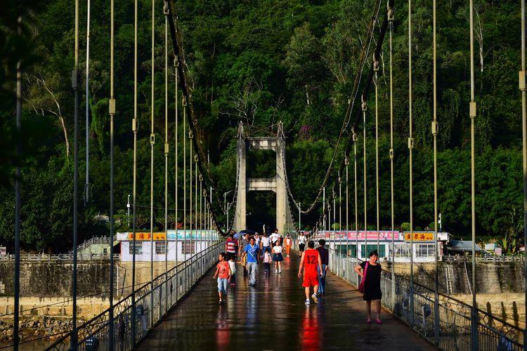 怒江吊桥 Nujia Real People Built Structure Bridge - Man Made Structure Outdoors Architecture Men Large Group Of People