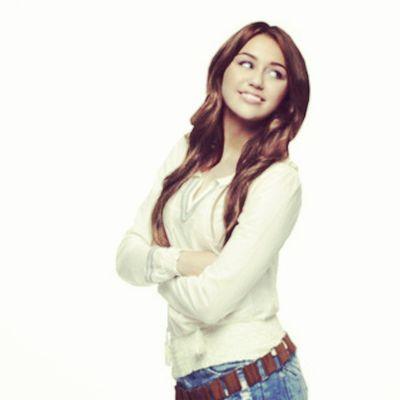 @mileycyrus @linilove0o Smiler Smilers Milesbian Mileyisnotugly mileycyrus NohateforMiley take with credit
