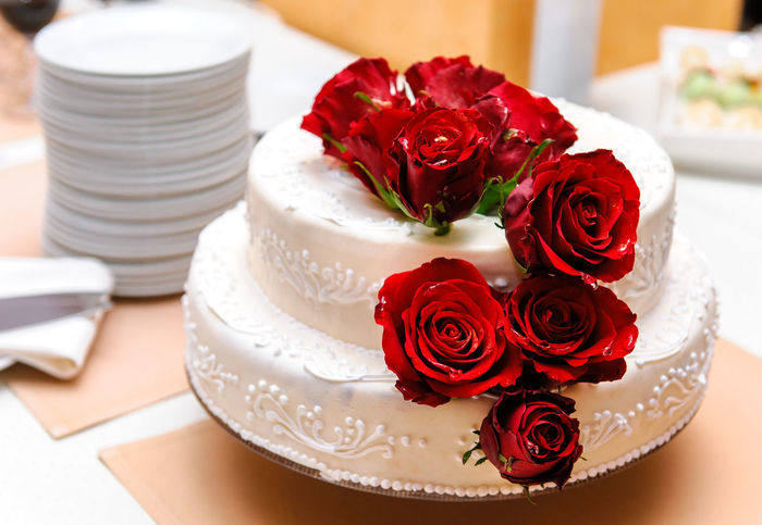 Wedding cake decorated with red roses Dessert Wedding Bouquet Of Flowers Bouquet Of Roses Cake Celebration Close-up Decorated Delicious Dessert Flower Flowers Indoors  Life Events No People Nobody Ornate Red Rose Rose - Flower Rosé Round Shape Sweet Food Tasty Wedding Wedding Cake