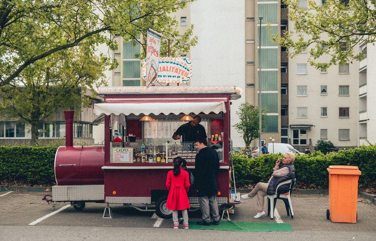 Crepes & Waffles Crepes! ^_^ Crêpes Kirmes Relaxen Stadtfest Straßenfest Verkauf Zigarette Zigarettenpause The Street Photographer - 2017 EyeEm Awards