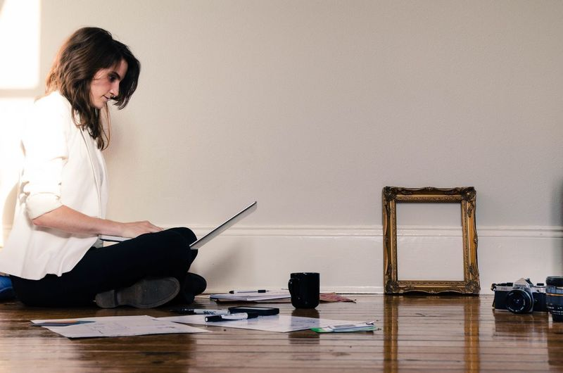 Remote Work Photographer Student Entreprenuer Artist Indoors  One Person Adults Only One Woman Only Working Modern Workplace Culture Technology Artist Dedication
