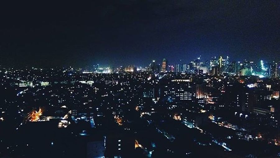 Everytime that you fade into the night Just remember you're the fire You're the city lights