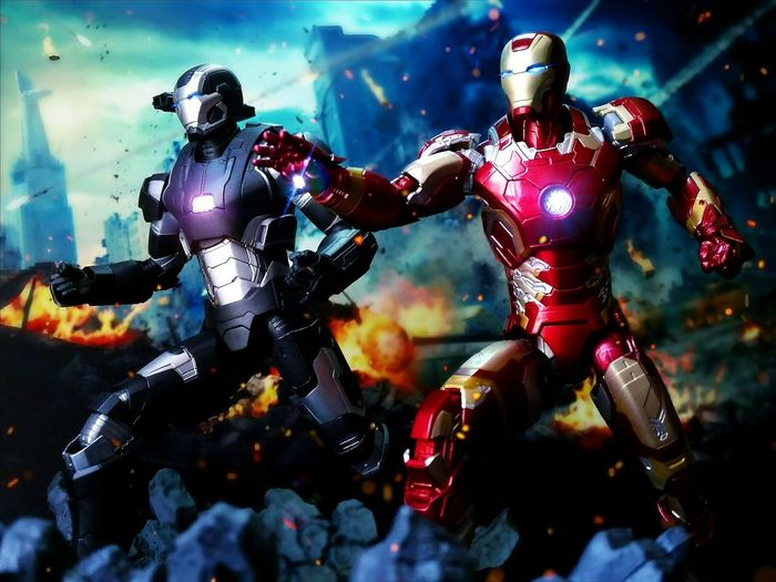 Iron Man Mark 43 and War Machine Mark 2 Toyphotography Actionfigures Tamashiinations Iron Man War Machine Marvel Shf Figuarts