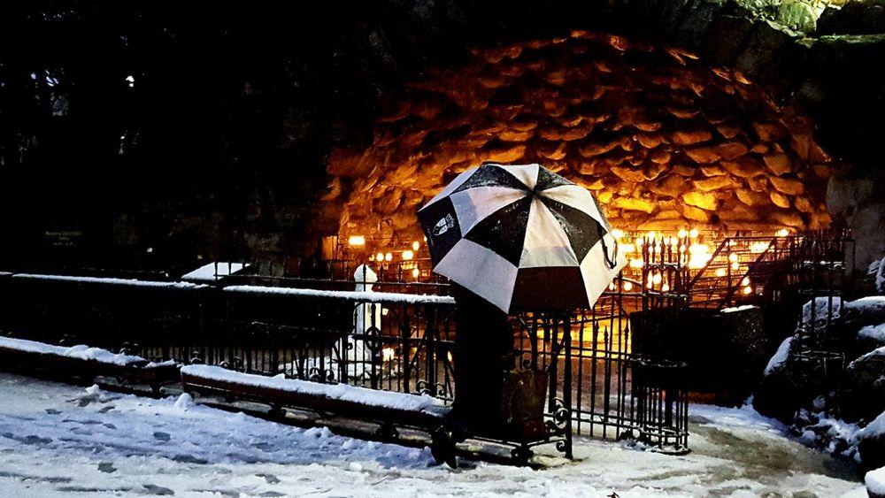 Indiana Notre Dame Prayer Prayers Kneeling Kneeling Down Kneel Faith Light Fire Candles Umbrella Black And White Snow ❄ Snowy Peace Peace And Quiet Peaceful Place EyeEm Best Shots Eye4photography  EyeEm Gallery EyeEm Best Edits EyeEmBestPics Catholic Catholicism