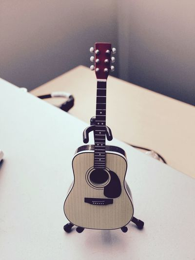 Small piece of lovely guitar ..🎸🎶🎼